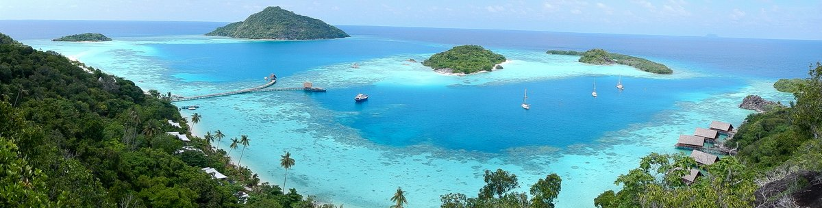 The stunning anchorage of Pulau Bawah